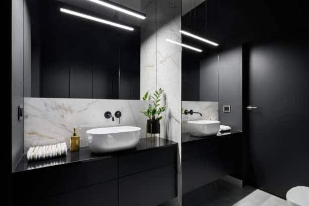 Spejle efter mål til dit badeværelset og skræddersyet til netop dit behov. Vi tilpasser alle former for spejle til dit rum eller får dem fremstillet efter mål